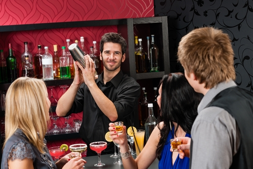 Professional showshakers prepare delicious cocktails at your events